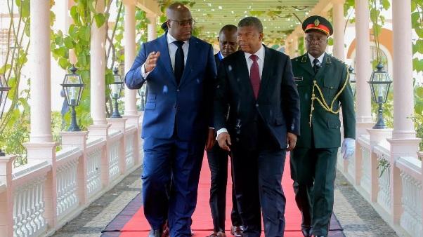 Asas Angolanas Sobrevoam Kinshasa
